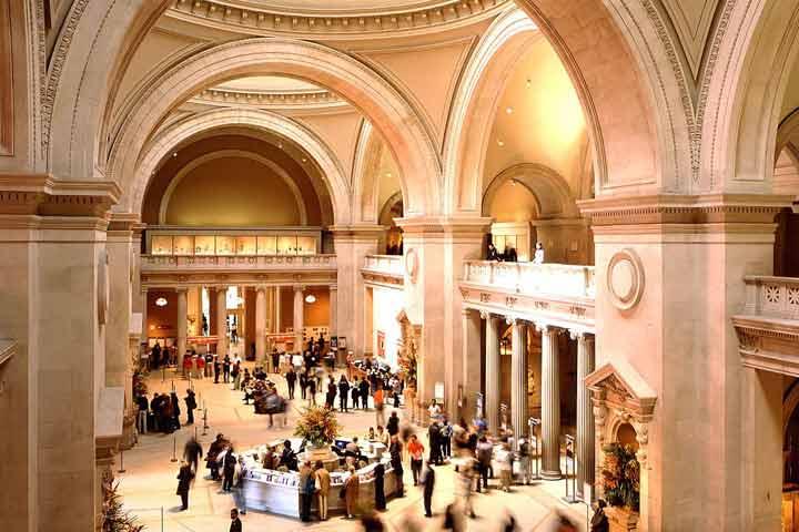 met museum lobby