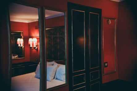 Mondaine room